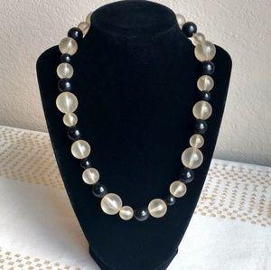Vintage Jewelry - Beautiful Vintage Lucite & Resin Choker